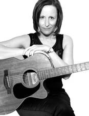 Amanda Acoustic Artist